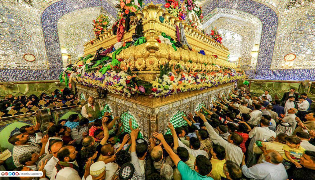 Crowds of pilgrims circulating and angels jostling to